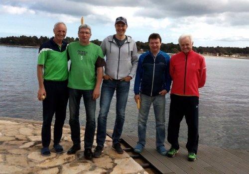 Fünf ältere Herren auf Tennisausflug oder: Die Windspiele…